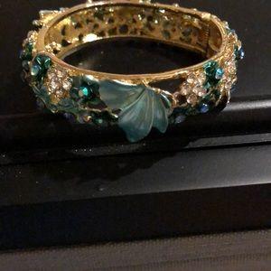 Accessories - Women's magnetic clasped bracelet